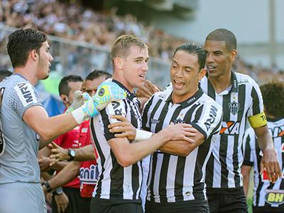Galo abre dois gols de vantagem sobre a Raposa 2bb391c2bc8a2